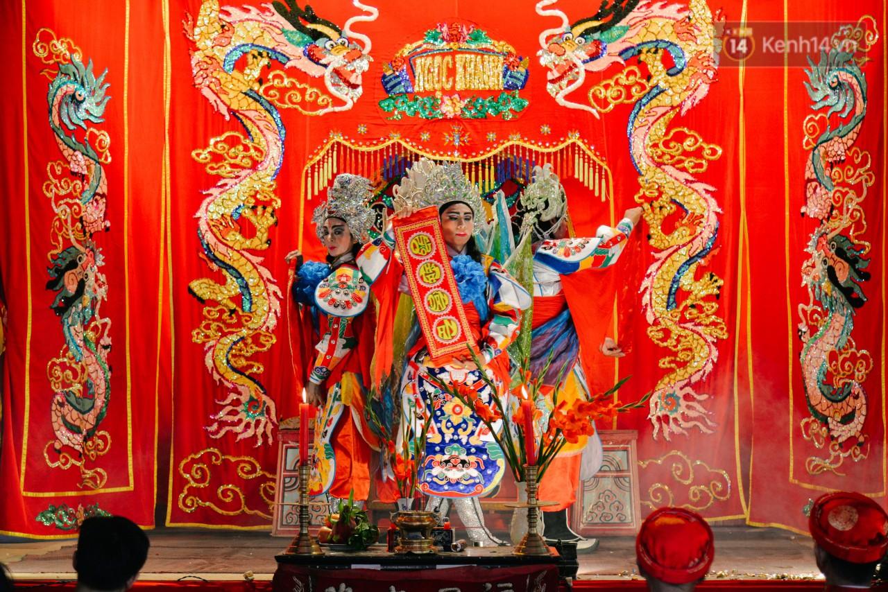 Chuyện chưa kể về những gánh hát bội truân chuyên còn ở Sài Gòn: Ăn gạo chợ, uống nước sông - Ảnh 3.