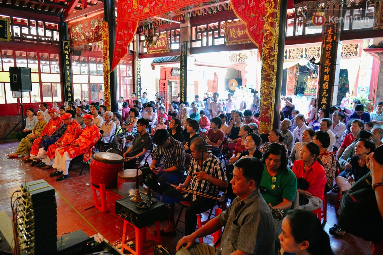 Chuyện chưa kể về những gánh hát bội truân chuyên còn ở Sài Gòn: Ăn gạo chợ, uống nước sông - Ảnh 4.