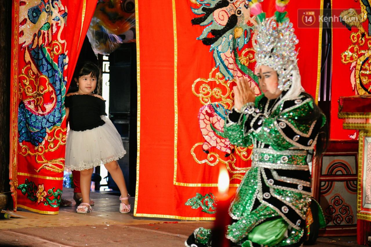 Chuyện chưa kể về những gánh hát bội truân chuyên còn ở Sài Gòn: Ăn gạo chợ, uống nước sông - Ảnh 6.