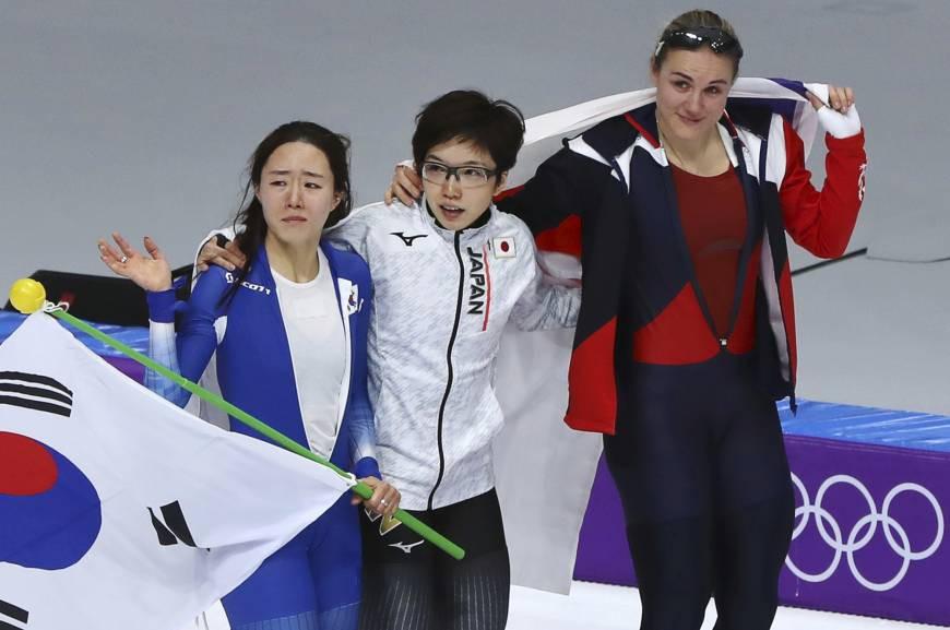 VĐV Nhật Bản bỏ ăn mừng để vỗ về, an ủi đối thủ Hàn Quốc đang khóc nức nở - Ảnh 4.