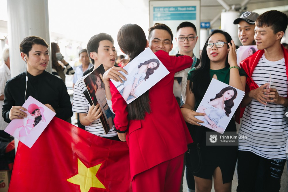 Hương Giang diện nguyên cây đồ đỏ rực, mang theo 105 kg trang phục đi chinh chiến Hoa hậu Chuyển giới Quốc tế - Ảnh 6.