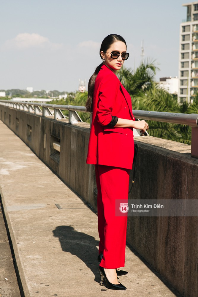 Hương Giang diện nguyên cây đồ đỏ rực, mang theo 105 kg trang phục đi chinh chiến Hoa hậu Chuyển giới Quốc tế - Ảnh 9.
