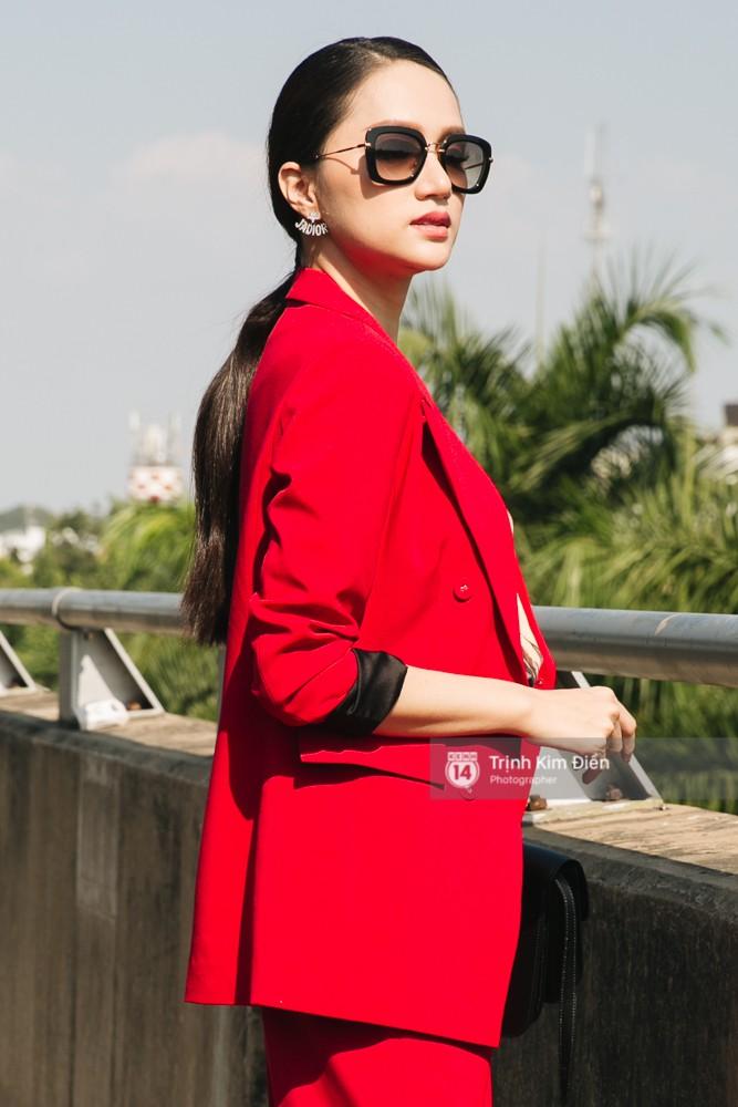 Hương Giang diện nguyên cây đồ đỏ rực, mang theo 105 kg trang phục đi chinh chiến Hoa hậu Chuyển giới Quốc tế - Ảnh 10.