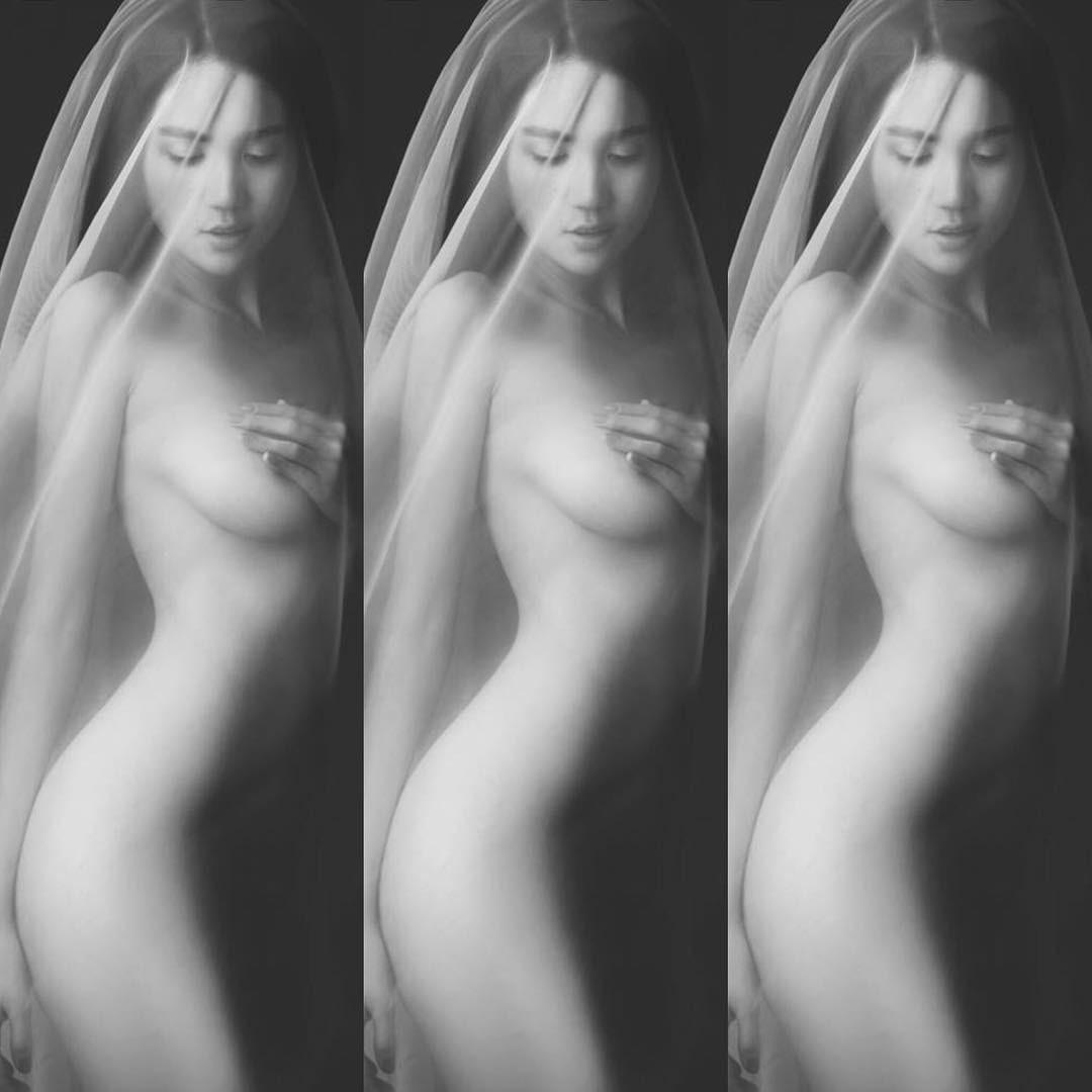 Ngọc Trinh tiếp tục tạo bão mạng xã hội với bộ ảnh nude vừa được thực hiện! - Ảnh 3.