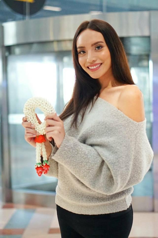 Hoa hậu Chuyển giới Quốc tế 2018: Hương Giang rạng rỡ bên dàn thí sinh trong ngày đầu hội ngộ - Ảnh 4.