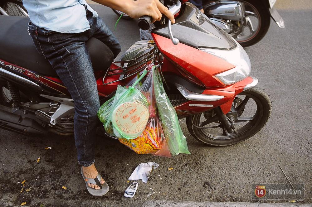 Hàng chục tấn cá lóc giá 150.000 đồng/con được tiêu thụ trong ngày Thần tài ở Sài Gòn - Ảnh 16.