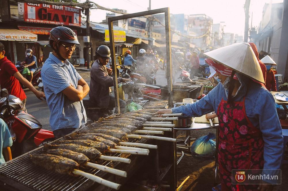 Hàng chục tấn cá lóc giá 150.000 đồng/con được tiêu thụ trong ngày Thần tài ở Sài Gòn - Ảnh 5.