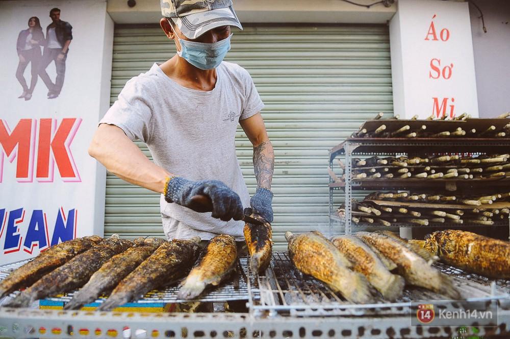 Hàng chục tấn cá lóc giá 150.000 đồng/con được tiêu thụ trong ngày Thần tài ở Sài Gòn - Ảnh 8.
