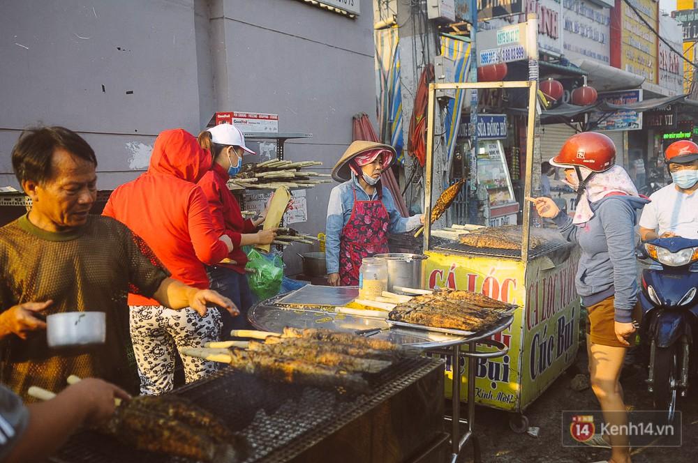 Hàng chục tấn cá lóc giá 150.000 đồng/con được tiêu thụ trong ngày Thần tài ở Sài Gòn - Ảnh 13.