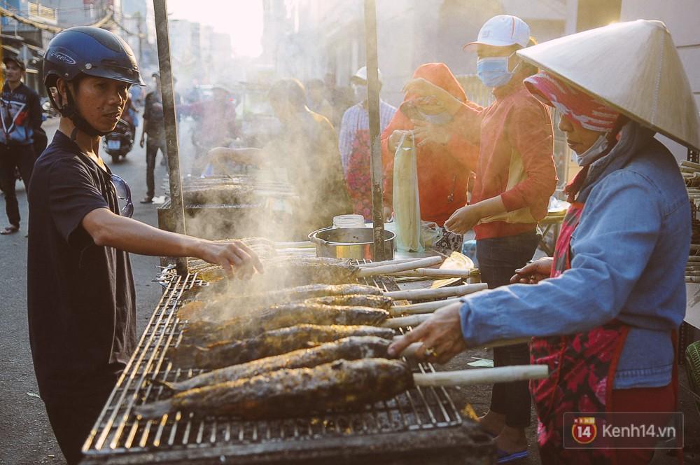 Hàng chục tấn cá lóc giá 150.000 đồng/con được tiêu thụ trong ngày Thần tài ở Sài Gòn - Ảnh 3.