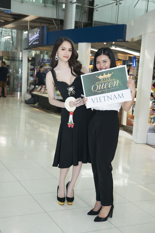 Hoa hậu Chuyển giới Quốc tế 2018: Hương Giang rạng rỡ bên dàn thí sinh trong ngày đầu hội ngộ - Ảnh 1.