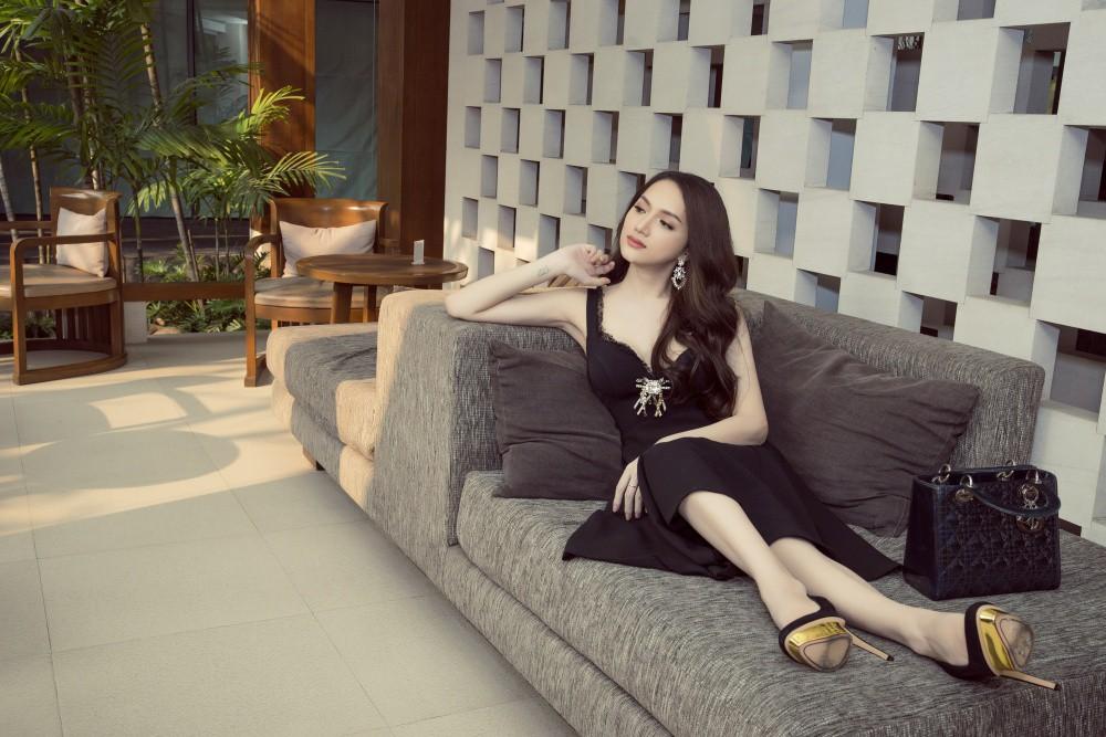 Vừa có mặt tham dự Hoa hậu Chuyển giới Quốc tế, Hương Giang đã xuất hiện nổi bật trên báo Thái - Ảnh 9.