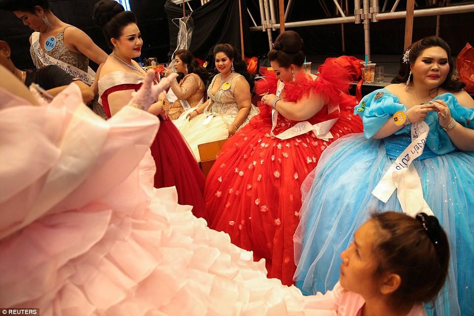 Khi nhan sắc của những cô nàng ngoại cỡ được tôn vinh: Cuộc thi nhằm chọn ra hoa hậu có phẩm chất giống loài voi nhất - Ảnh 11.