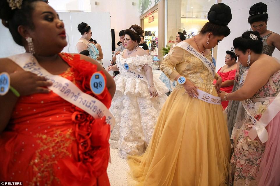 Khi nhan sắc của những cô nàng ngoại cỡ được tôn vinh: Cuộc thi nhằm chọn ra hoa hậu có phẩm chất giống loài voi nhất - Ảnh 8.