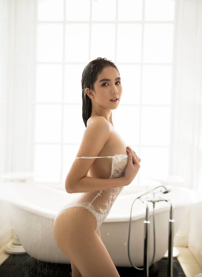 Cuộc chiến Vbiz đầu năm: Ngọc Trinh và Angela Phương Trinh đều khoe ảnh nude táo bạo, người đẹp nào nóng bỏng hơn? - Ảnh 2.