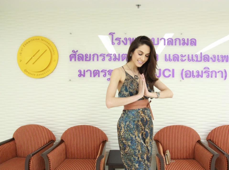 Xuất hiện mỹ nhân chuyển giới xinh đẹp khiến Hương Giang Idol phải dè chừng