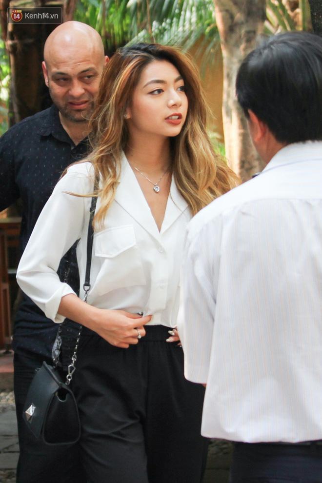 Con gái chưởng môn Nam Anh đẹp hút mắt, cùng võ sư Flores đến võ đường của Johnny Trí Nguyễn - Ảnh 1.
