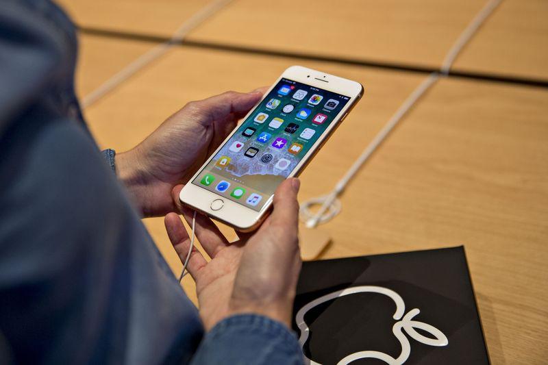 Bộ ba iPhone 2018 sẽ ra mắt cuối năm: iPhone vàng sang chảnh, iPhone 2 SIM và iPhone giá rẻ cho sinh viên - Ảnh 3.