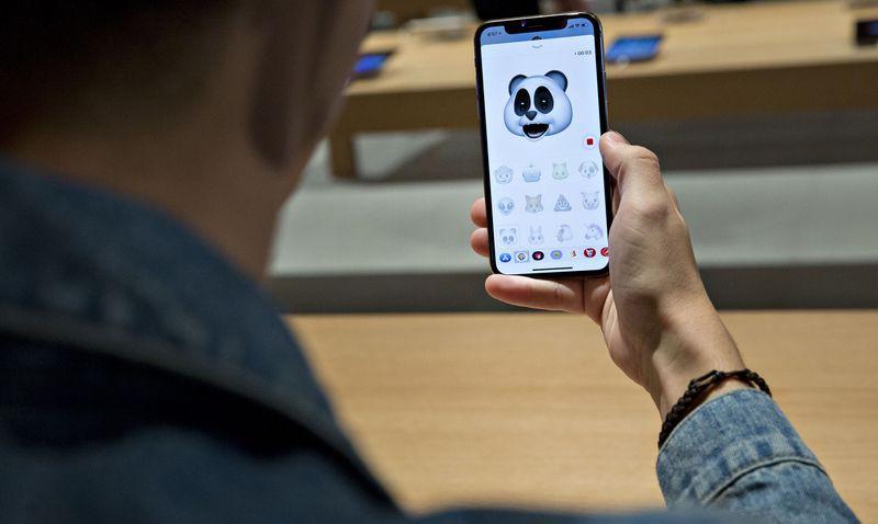Bộ ba iPhone 2018 sẽ ra mắt cuối năm: iPhone vàng sang chảnh, iPhone 2 SIM và iPhone giá rẻ cho sinh viên - Ảnh 2.