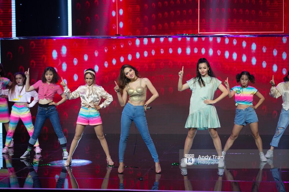 Điểm lại thành tích TV Show lừng lẫy mà Hương Giang khoe ở Hoa hậu Chuyển giới Quốc tế! - Ảnh 13.