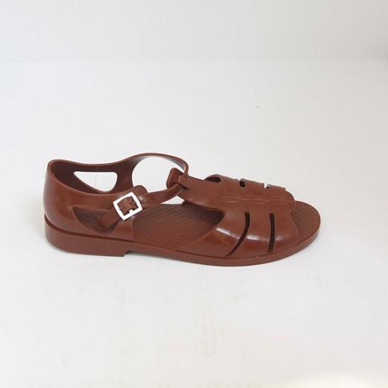 Có giá hơn 11 triệu nhưng hình như sandal của Gucci trông quá giống dép rọ bộ đội của nước ta thì phải - Ảnh 5.