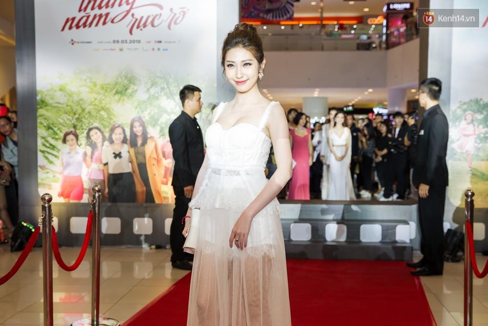 Jun Vũ tự tin khoe vòng 1 vừa trùng tu, kèm thần thái hết xảy trên thảm đỏ Tháng Năm Rực Rỡ - Ảnh 13.