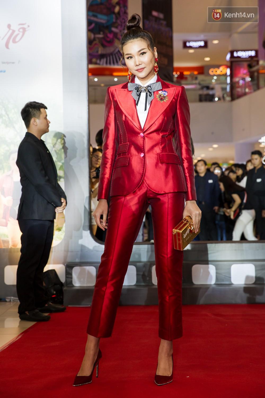Jun Vũ tự tin khoe vòng 1 vừa trùng tu, kèm thần thái hết xảy trên thảm đỏ Tháng Năm Rực Rỡ - Ảnh 2.