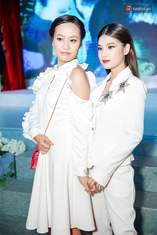Jun Vũ tự tin khoe vòng 1 vừa trùng tu, kèm thần thái hết xảy trên thảm đỏ Tháng Năm Rực Rỡ - Ảnh 5.