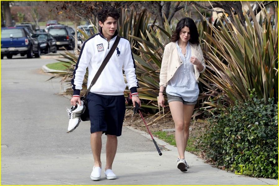 Selena Gomez: Cô gái có trong tay tất cả nhưng sẵn sàng từ bỏ mọi thứ vì một chàng trai - Ảnh 4.
