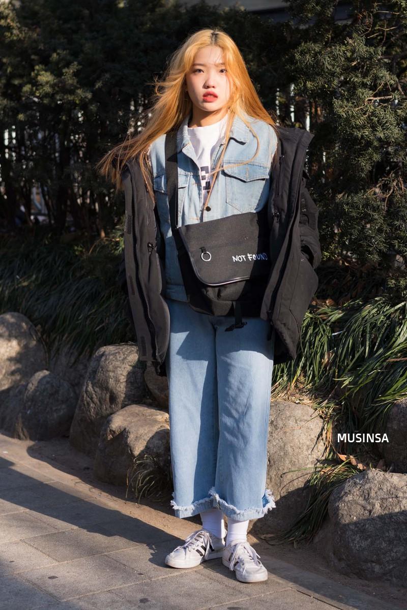 Street style giới trẻ Hàn tuần qua: không có lấy một set đồ bánh bèo, cô nàng nào cũng ăn vận siêu cool - Ảnh 5.