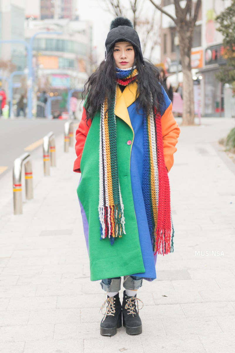 Street style giới trẻ Hàn tuần qua: không có lấy một set đồ bánh bèo, cô nàng nào cũng ăn vận siêu cool - Ảnh 10.
