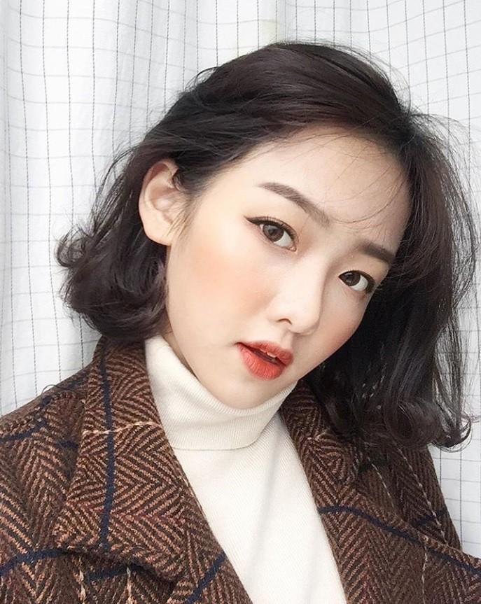 Lại thêm một mẫu lookbook được khen ngợi vì xinh như hot girl Hàn - Ảnh 2.