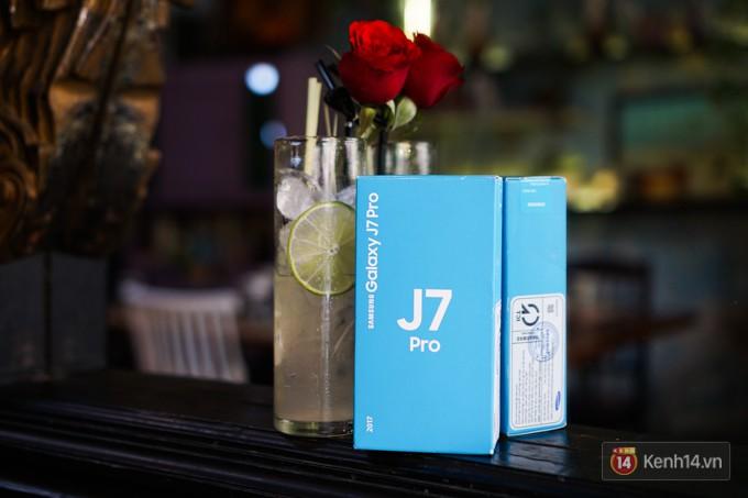 Trên tay Galaxy J7 Pro màu hồng nhẹ nhàng, nữ tính cho phái đẹp ngày xuân - Ảnh 1.