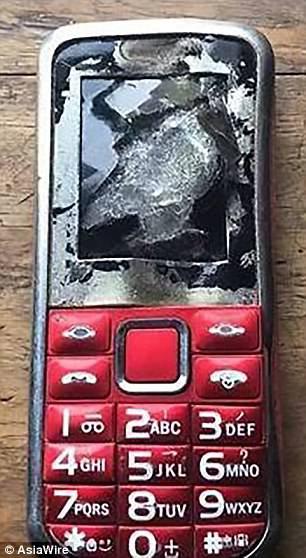 Điện thoại phát nổ trong lúc đang sạc, cậu bé suýt mất mạng, hỏng một mắt và mất một ngón tay - Ảnh 4.