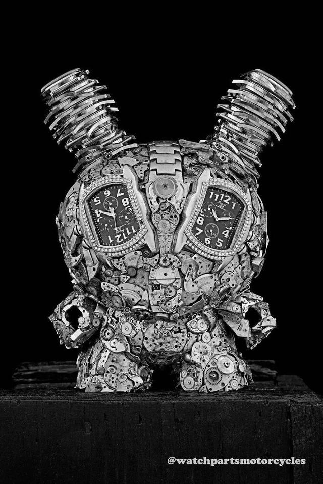 Biến những linh kiện đồng hồ cũ thành tác phẩm điêu khắc đẹp đến ngỡ ngàng - Ảnh 1.