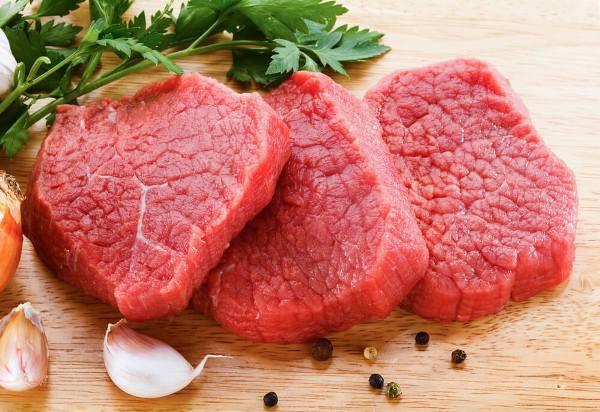 Thấy bò lăn ra chết, người dân xẻ thịt chia nhau mang về ăn và điều tồi tệ đã xảy ra - Ảnh 1.