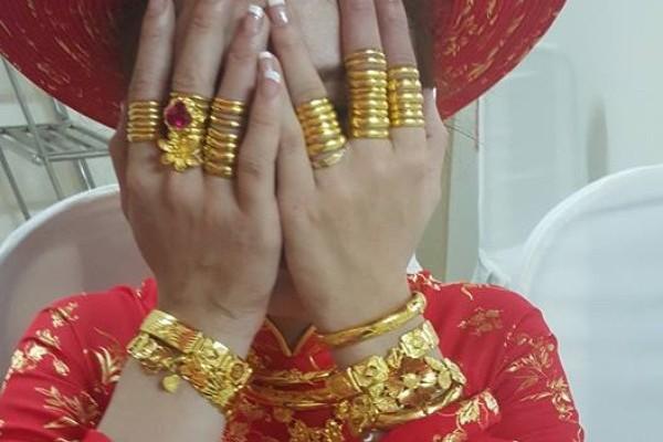 Ngày cưới được chị chồng cho vàng giả, lại còn đem khoe khắp nơi, nàng dâu nhờ tư vấn cách trả đũa - Ảnh 2.