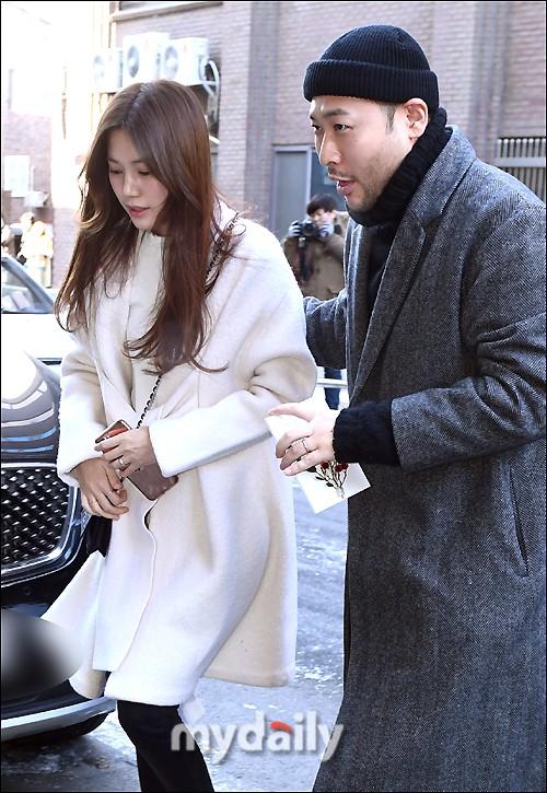 Dàn sao siêu sang chảnh dự đám cưới Taeyang: 2NE1 và WINNER như đi thảm đỏ, Black Pink đọ sắc người đẹp không tuổi - Ảnh 52.