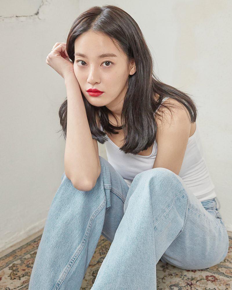 Chỉ làm tóc và trang điểm đơn giản, Lee Joo Yeon vẫn đủ xinh để khiến G-Dragon mê đắm - Ảnh 10.