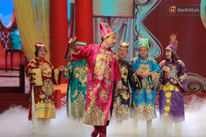 Chùm ảnh đẹp: Cận cảnh dàn nghệ sĩ trên sân khấu hoành tráng của Táo Quân 2018 - Ảnh 3.