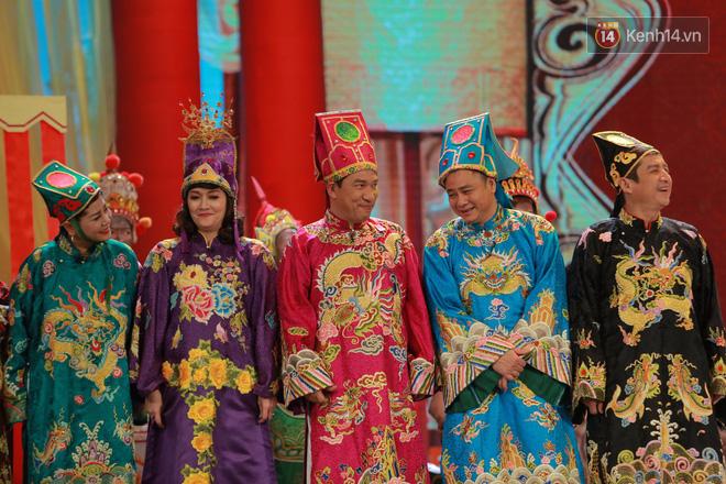 Chùm ảnh đẹp: Cận cảnh dàn nghệ sĩ trên sân khấu hoành tráng của Táo Quân 2018 - Ảnh 5.