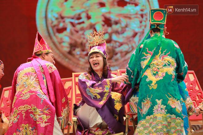 Chùm ảnh đẹp: Cận cảnh dàn nghệ sĩ trên sân khấu hoành tráng của Táo Quân 2018 - Ảnh 9.