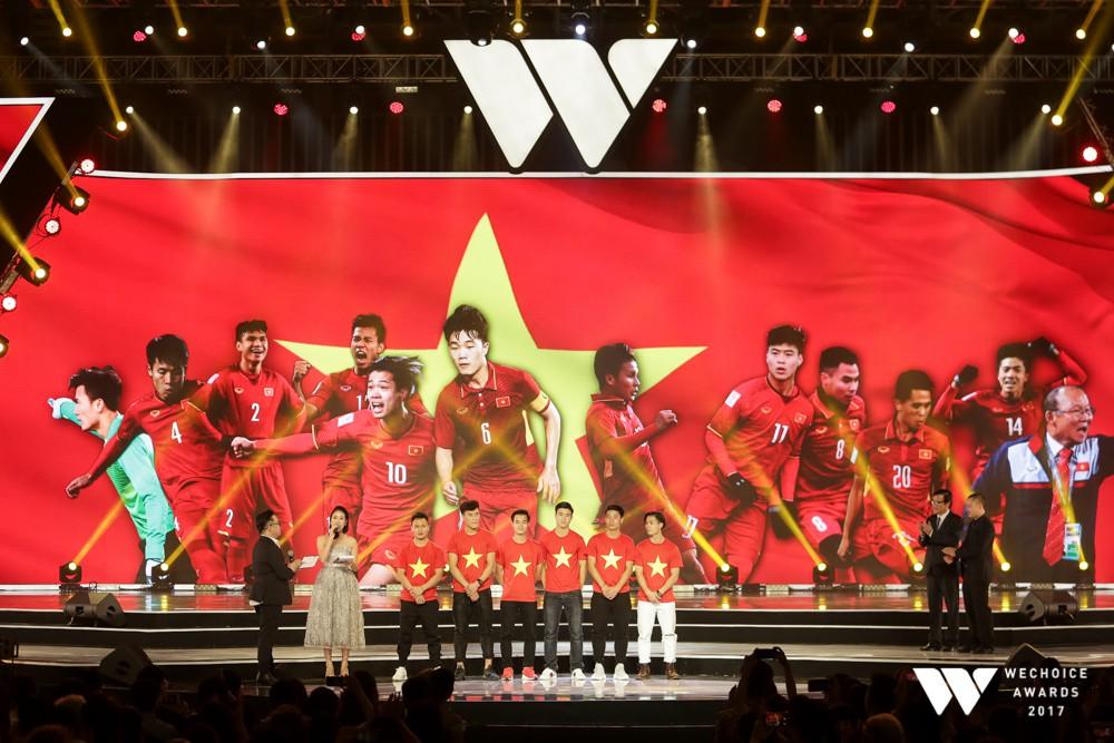Câu chuyện về người truyền cảm hứng 5+1: Khi hàng triệu trái tim cùng thổn thức vì U23 Việt Nam - Ảnh 1.