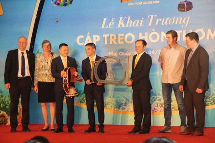 Ngắm cáp treo dài nhất thế giới tại Phú Quốc ngày khánh thành - Ảnh 3.