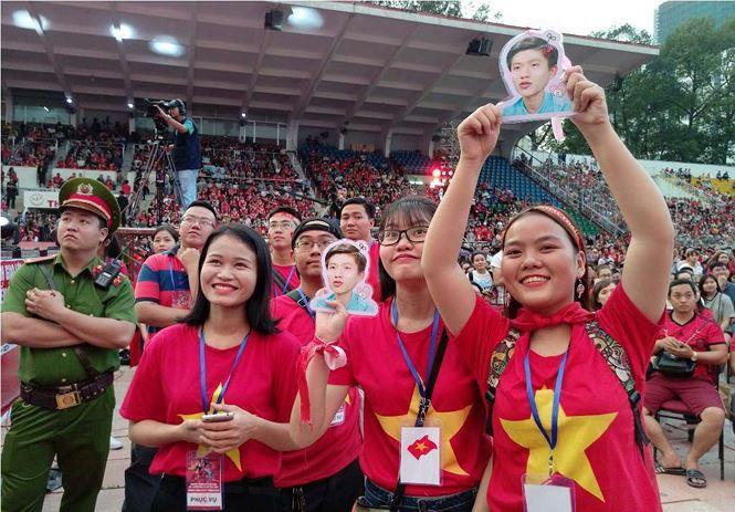 Những bóng hồng bùng cháy cùng cầu thủ U23 Việt Nam - Ảnh 3.