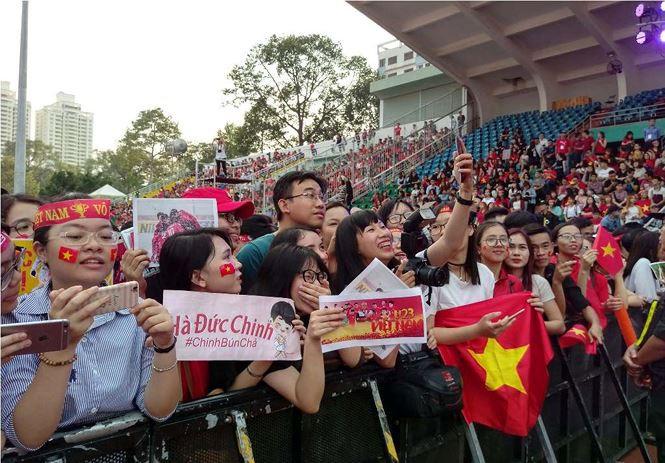 Những bóng hồng bùng cháy cùng cầu thủ U23 Việt Nam - Ảnh 4.