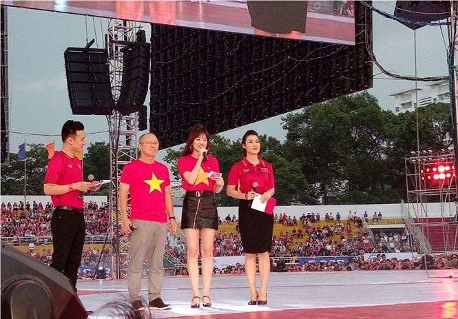 Những bóng hồng bùng cháy cùng cầu thủ U23 Việt Nam - Ảnh 6.