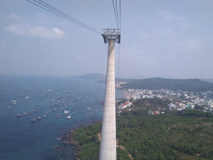 Ngắm cáp treo dài nhất thế giới tại Phú Quốc ngày khánh thành - Ảnh 8.