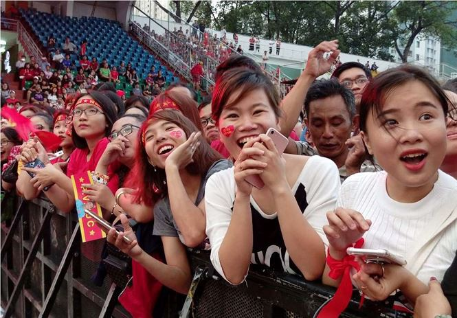 Những bóng hồng bùng cháy cùng cầu thủ U23 Việt Nam - Ảnh 8.