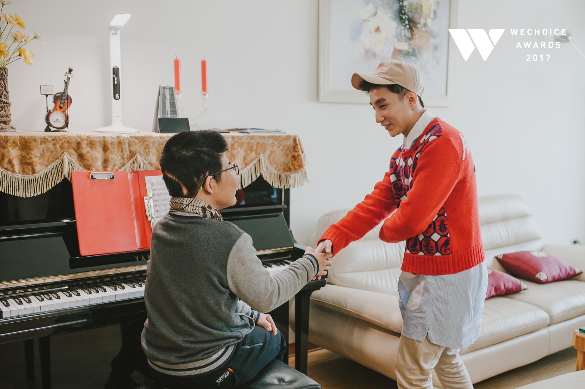 Khoảnh khắc đẹp: Sơn Tùng và bé Bôm hoà chung đam mê qua tiếng đàn, tập luyện cho sân khấu đặc biệt Gala WeChoice Awards 2017 - Ảnh 8.